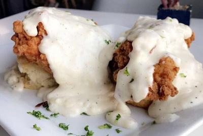 Bru's Wiffle – Biscuits, Gravy, Chicken